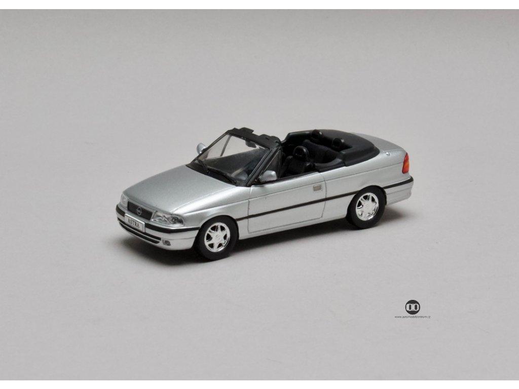 Opel Astra F Cabriolet stříbrná Giuseppe Nuccio 1:43 Champion