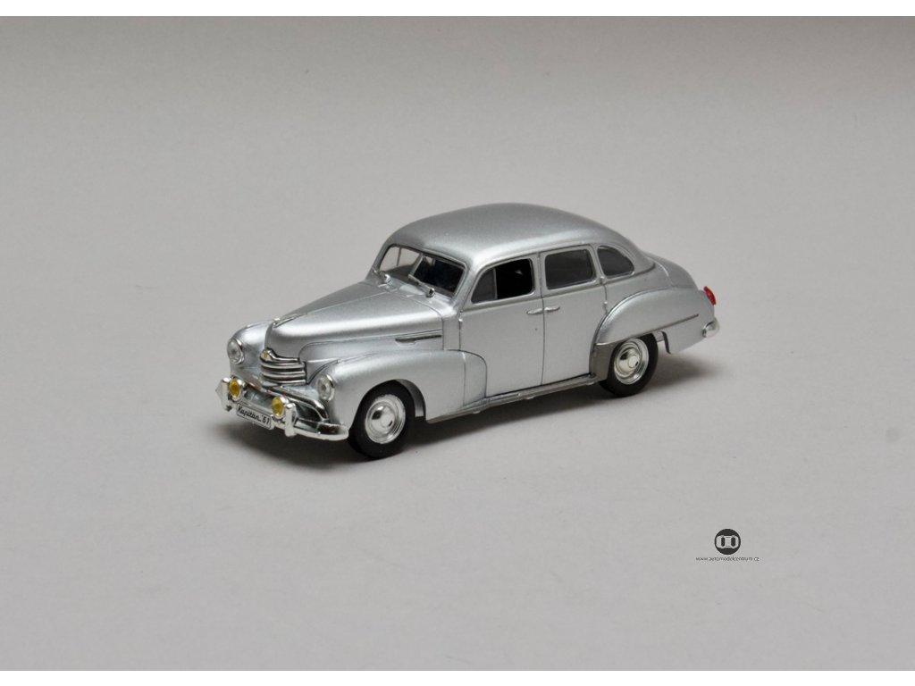 Opel Kapitan 1951-1953 stříbrná Chuck Jordan 1:43 Champion