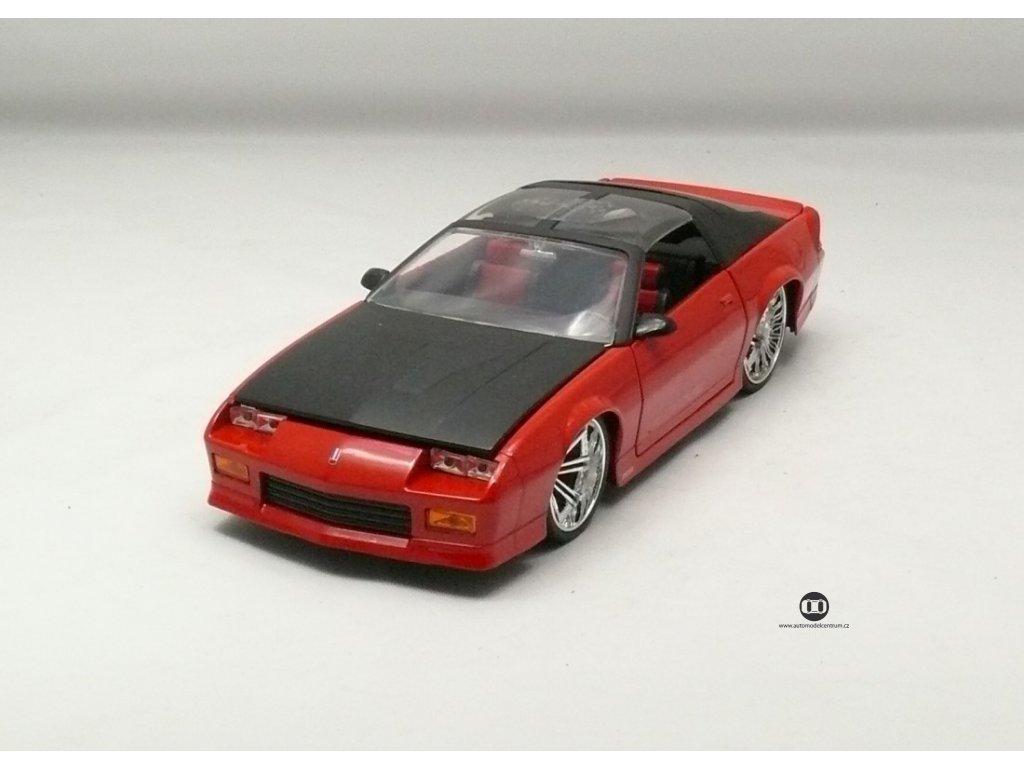 Chevrolet Camaro 1985 červeno-černá 1:24 Jada Toys