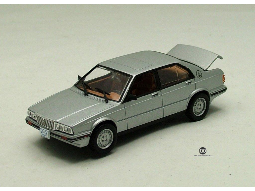 Maserati Biturbo 425 Bond 007 stribrna 1 43 Universal Hobbies 01