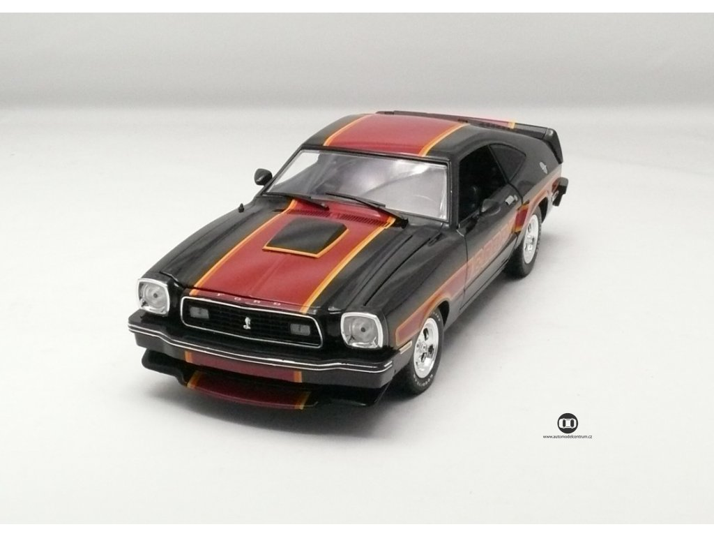 Ford Mustang II Cobra II 1978 černá-červené pruhy 1:18 Greenlight