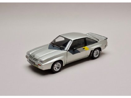 Opel Manta B 400 stříbrná 1 24 WhiteBox 124043 01