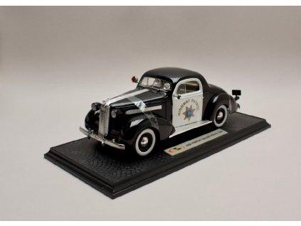 Pontiac Deluxe 1936 Pilice Car černá bílá 1 18 Signature 18140 01