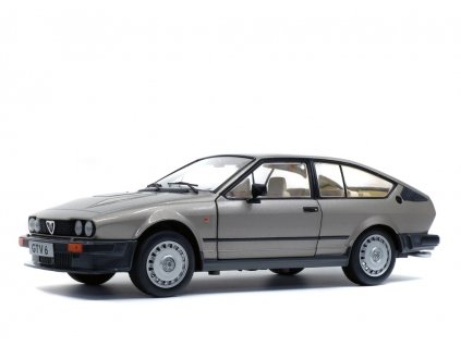 Alfa Romeo GTV6 1984 stříbrná 1 18 Solido 1802304 01