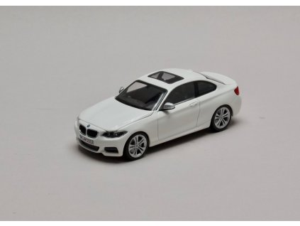 BMW 2 Series Coupé (F22) bílá 1:43 Minichamps