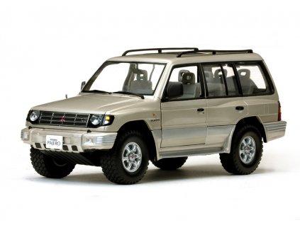 Mitsubishi Montero Long 3,5 V6 1998 metalíza béžová 1:18 Sun Star