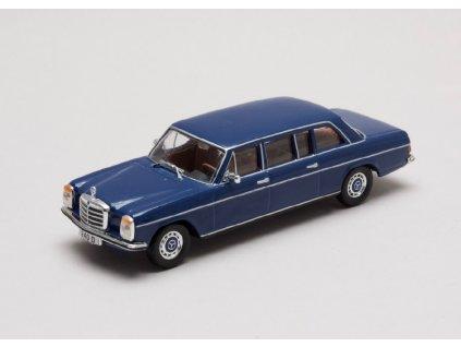 Mercedes Benz 240D long 1973 W115 modra 1 43 Champion 01