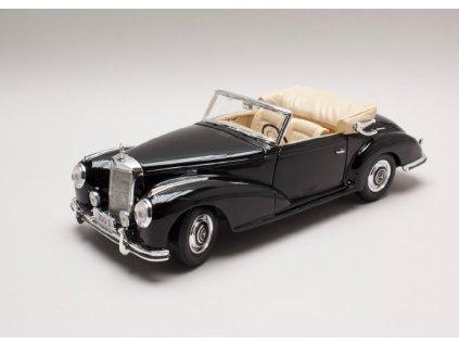 Mercedes Benz 300S 1955 cerna 1 18 Maisto 31806 01