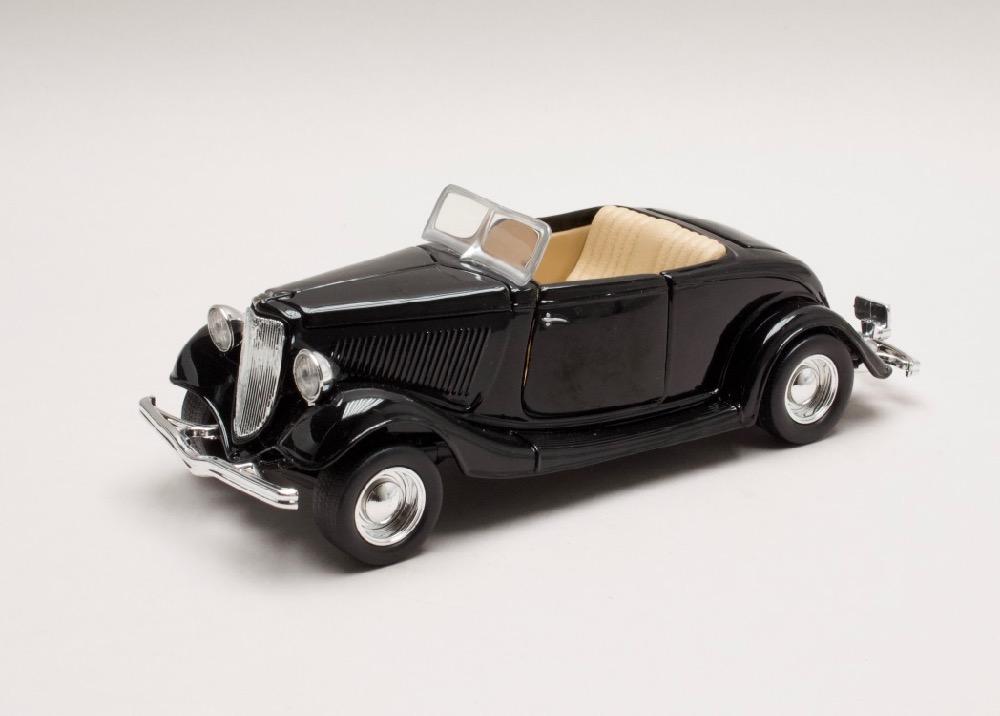 Ford Coupe Convertible 1934 černá 1:24 Motor Max