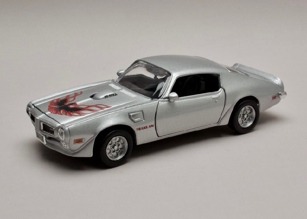Pontiac Firebird Trans Am 1973 met stříbrná 1:24 Motor Max