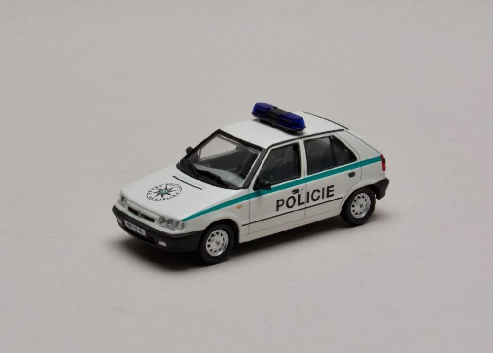 """Škoda Felicia 1994 Policie ČR """"plechové disky"""" 1:43 Abrex"""