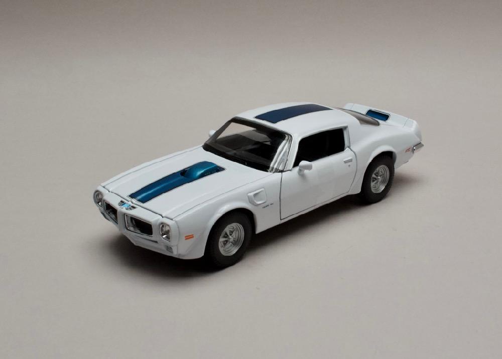 Pontiac Firebird Trans Am 1972 bílá 1:24 Welly