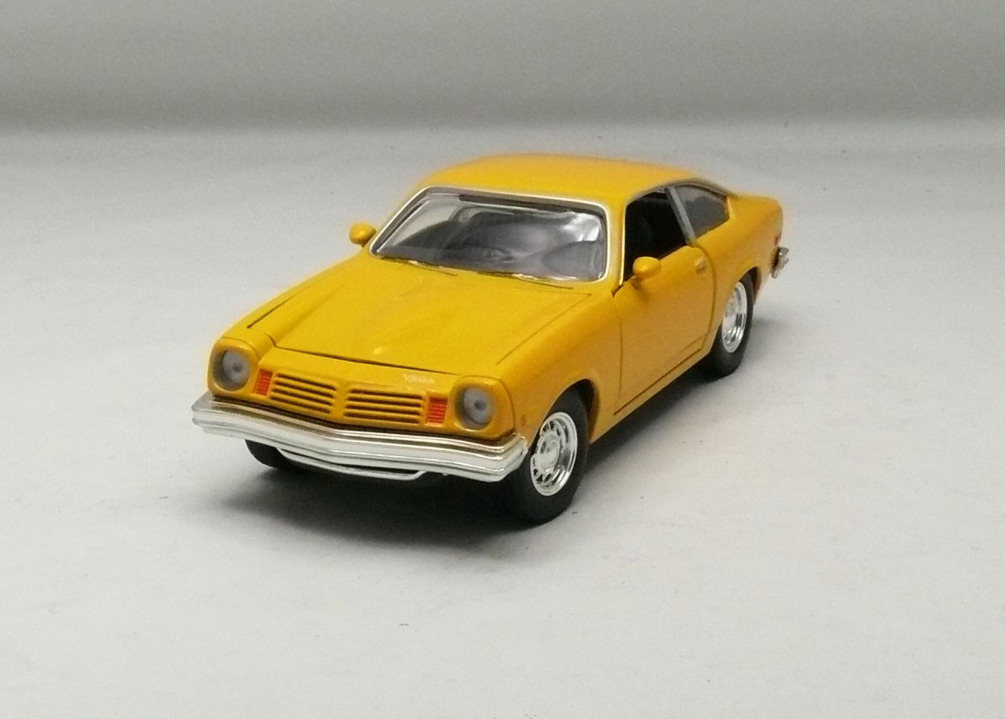 Chevrolet Vega 1974 žlutá 1:24 Motor Max