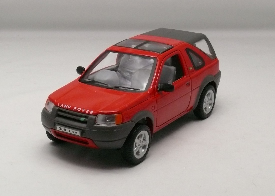 Land Rover Freelander červená 1:24 Welly