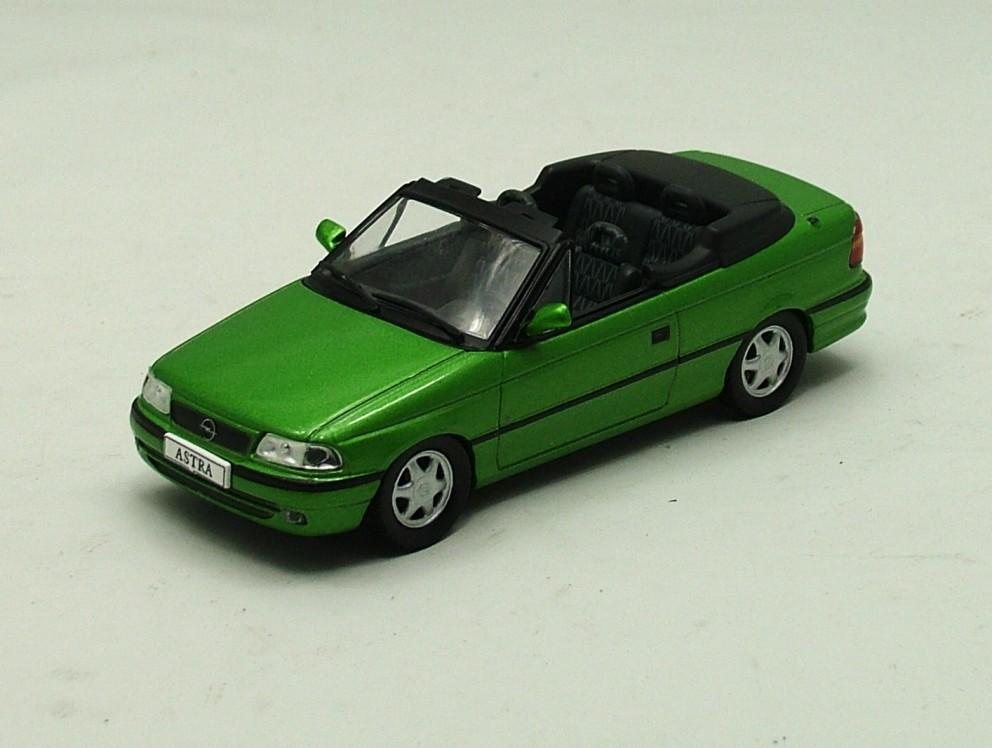 Opel Astra F cabrio 1992-1998 zelená 1:43 Magazine Models