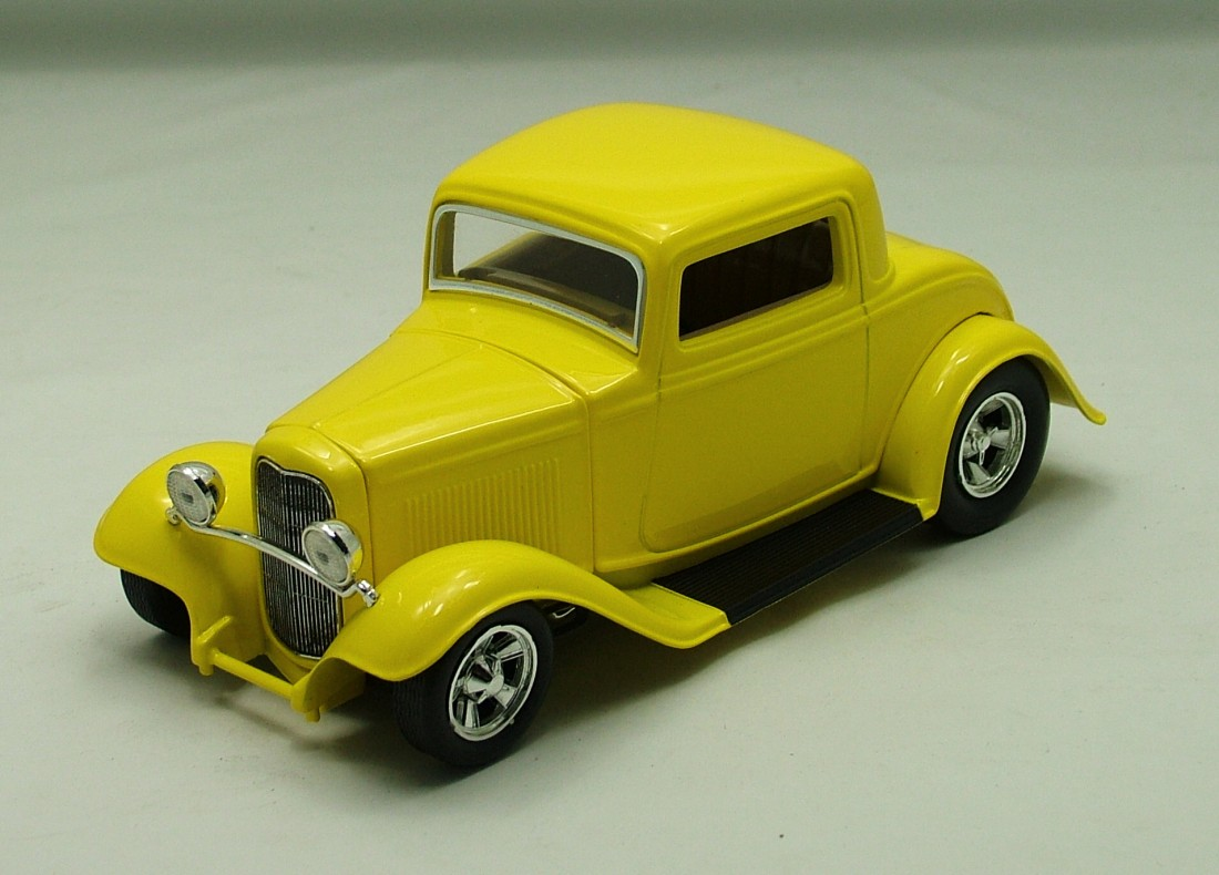 Ford Coupé 1932 žlutá 1:24 Johnny Lightning
