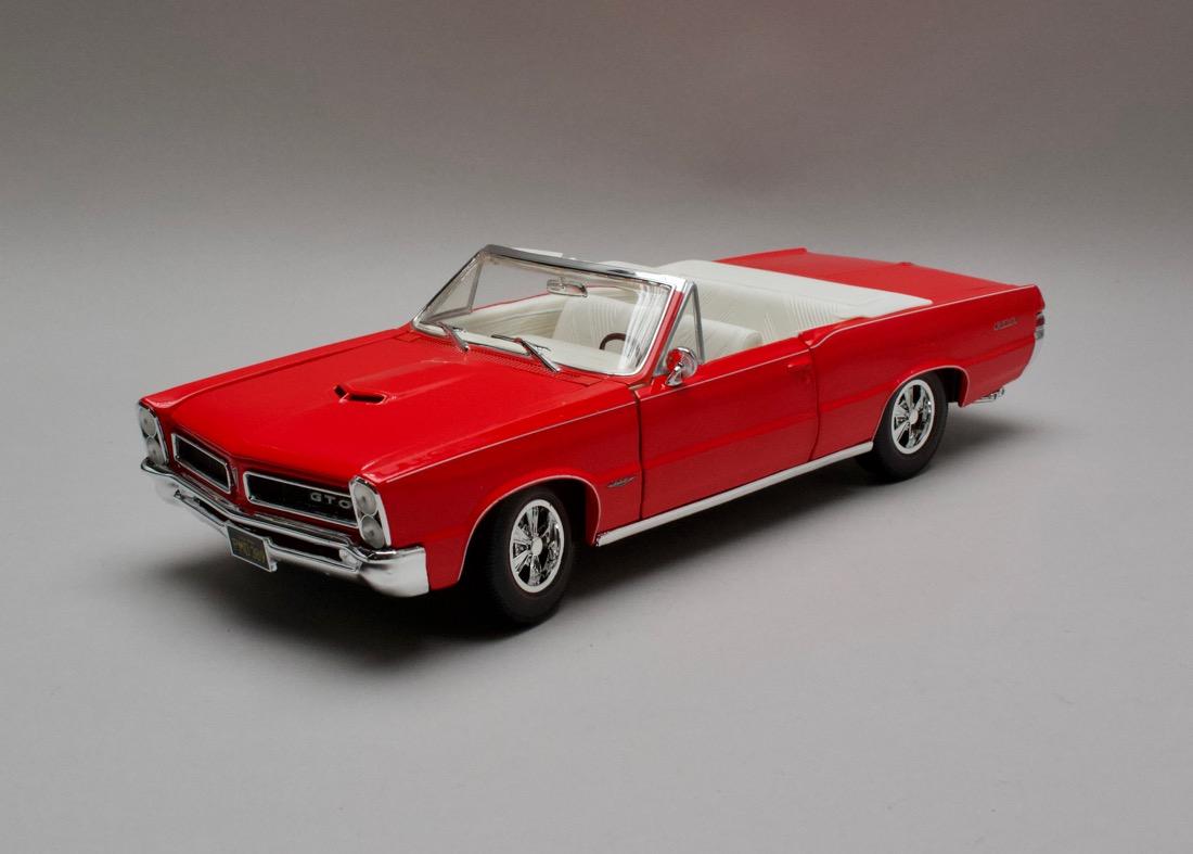 Pontiac GTO 1965 Convertible červená 1:18 Maisto
