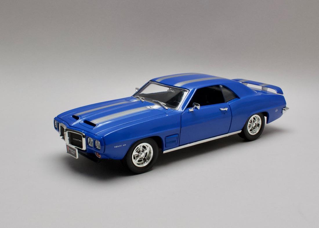 Pontiac Firebird Trans Am 1969 modrá 1:18 Lucky Die Cast