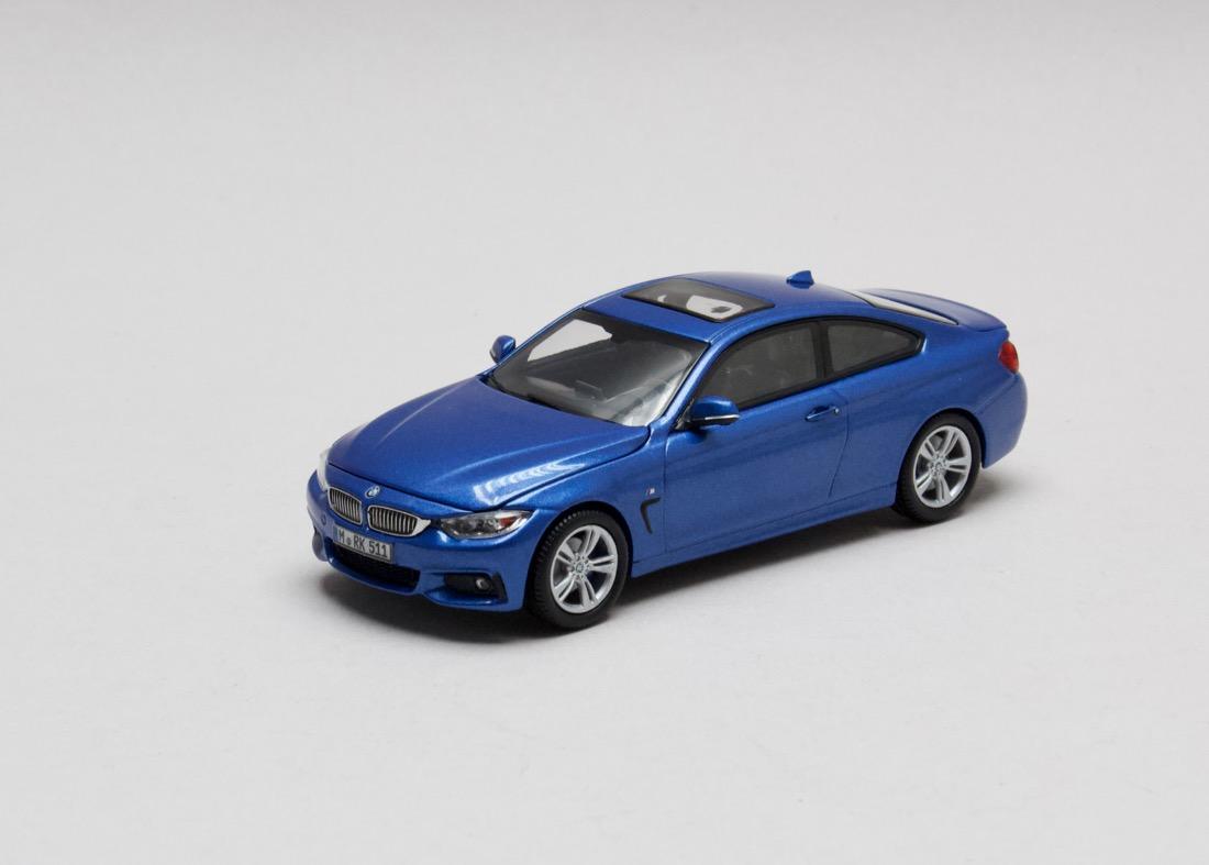 BMW 4 Series Coupé modrá (F32) 1-43 i-scale