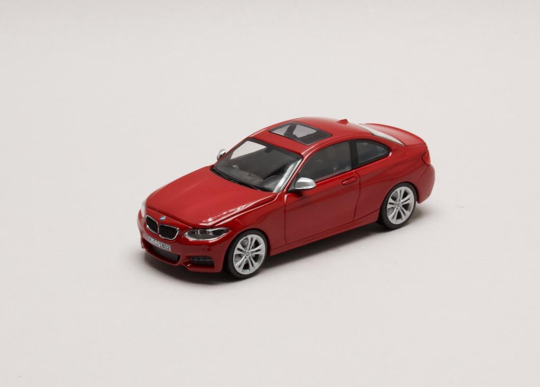 BMW 2 Series Coupé (F22) červená 1:43 Minichamps