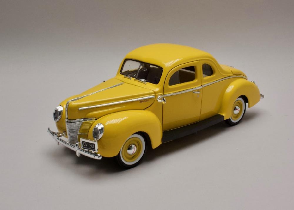 Ford Deluxe 1940 žlutá 1:18 MotorMax