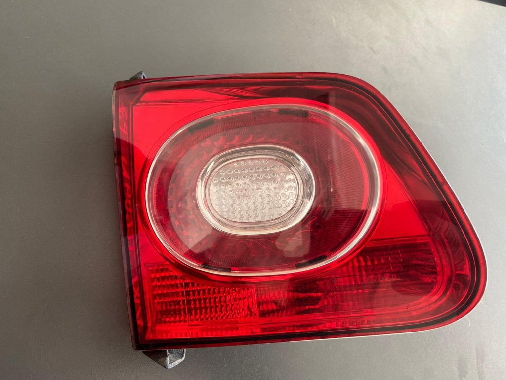 pravé zadní světlo Volkswagen Tiguan 5N0 945 094 B