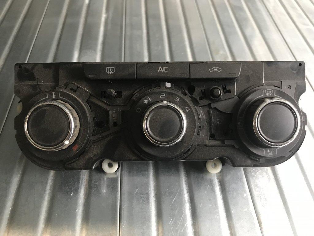 Ovládání topení 3T0 820 047 R  Škoda