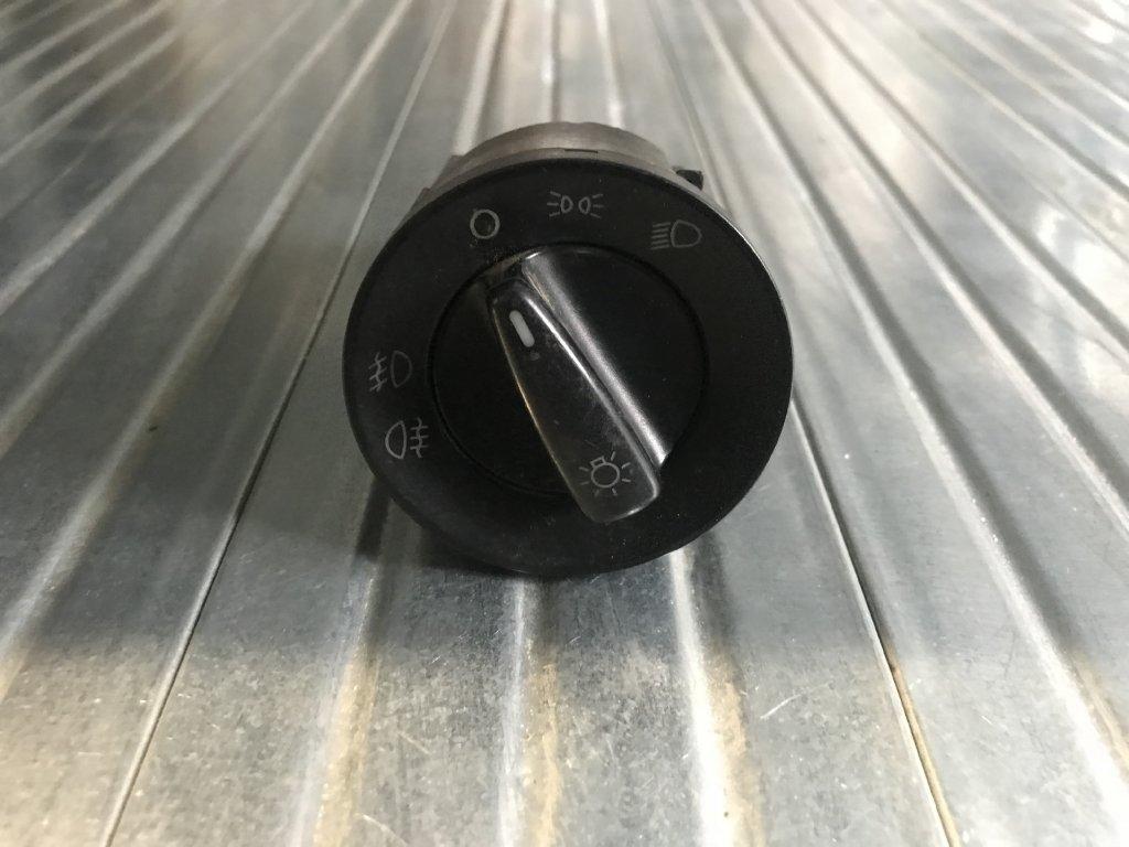 Vypínač světel 1C0 941 531 A