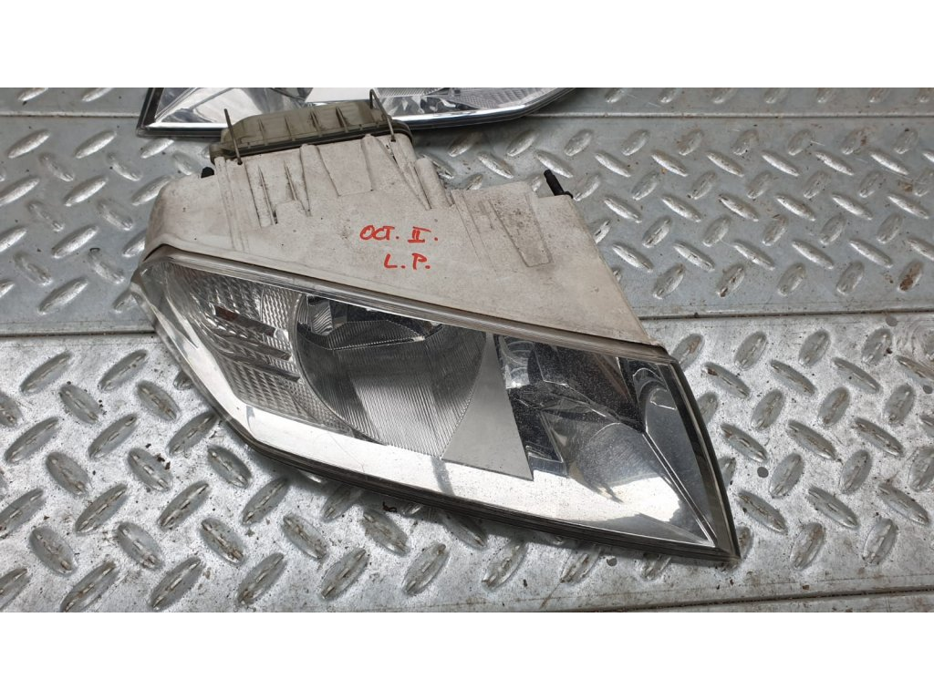 Pravá přední lampa Škoda Octavia II