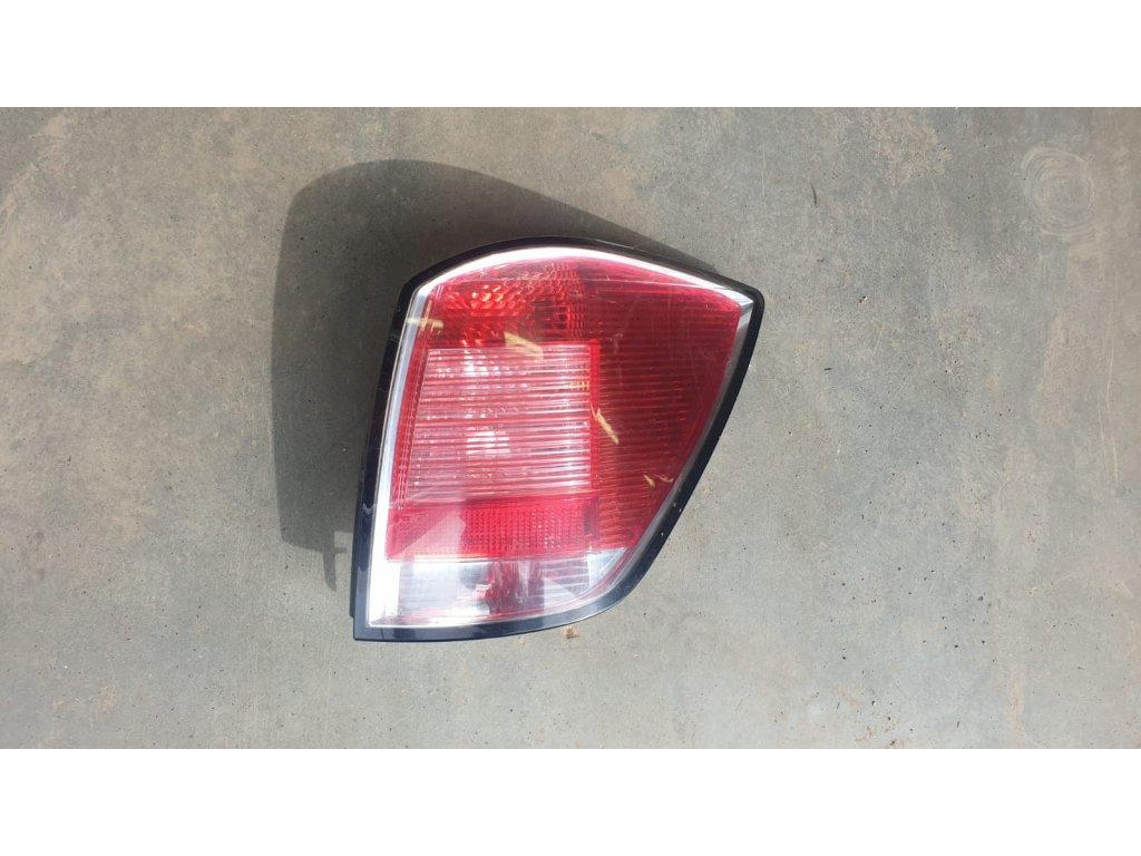 zadní světlo Opel Astra H kombi 24451840