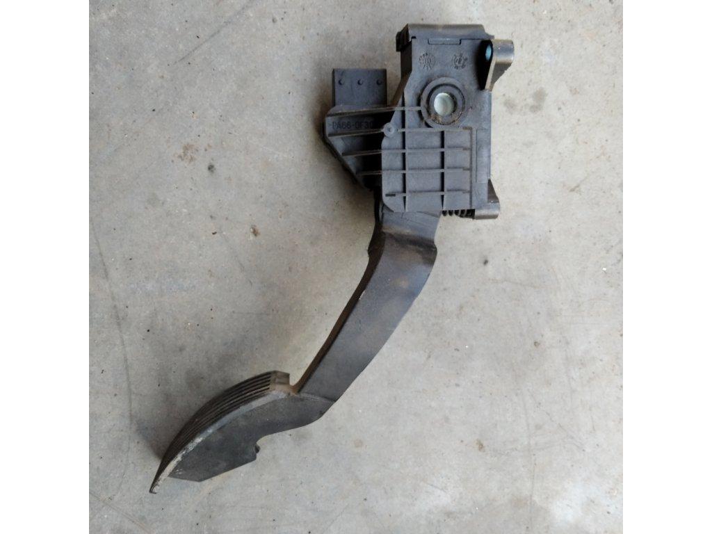 Plynový pedál Opel Corsa D 55702020
