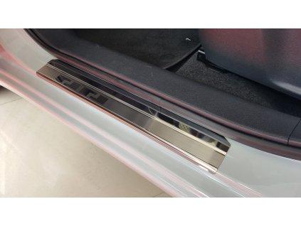 Nissan Micra V 08 0810 przednie