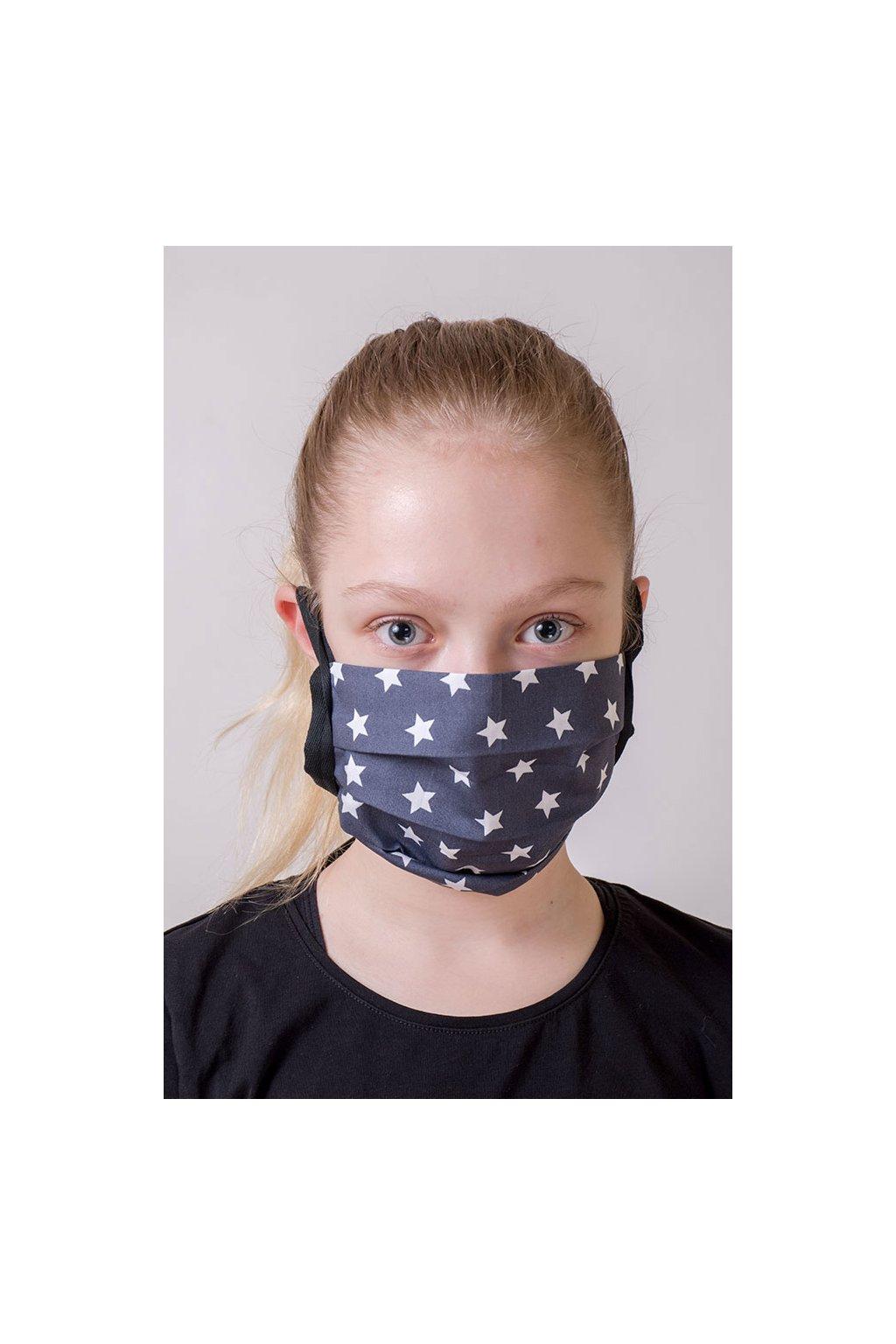 Dětská bavlněná rouška na ústa a nos dvouvrstvá skládaná s kapsou, šňůry z keprové stuhy, 787-206, Šedá s hvězdami