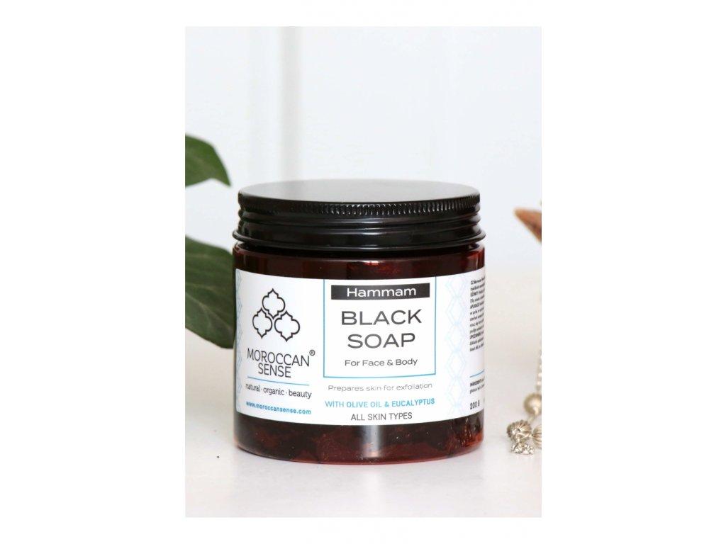 cerne mydlo s olivovym olejem eukalyptus