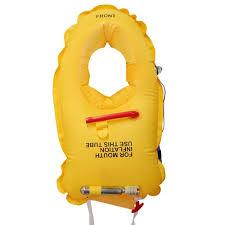 Záchranné vesty, padáky, čluny