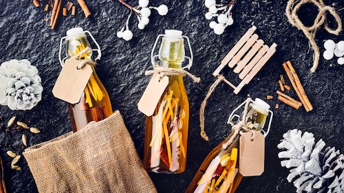 Vánoční likér se zázvorem, skořicí a hřebíčkem