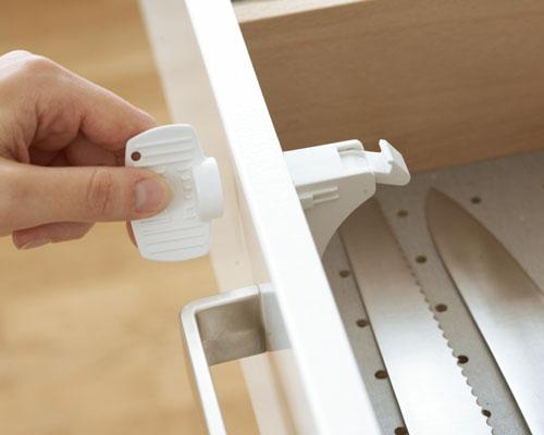 Baby Dan Magnetický uzáver pre skrinky a zásuvky