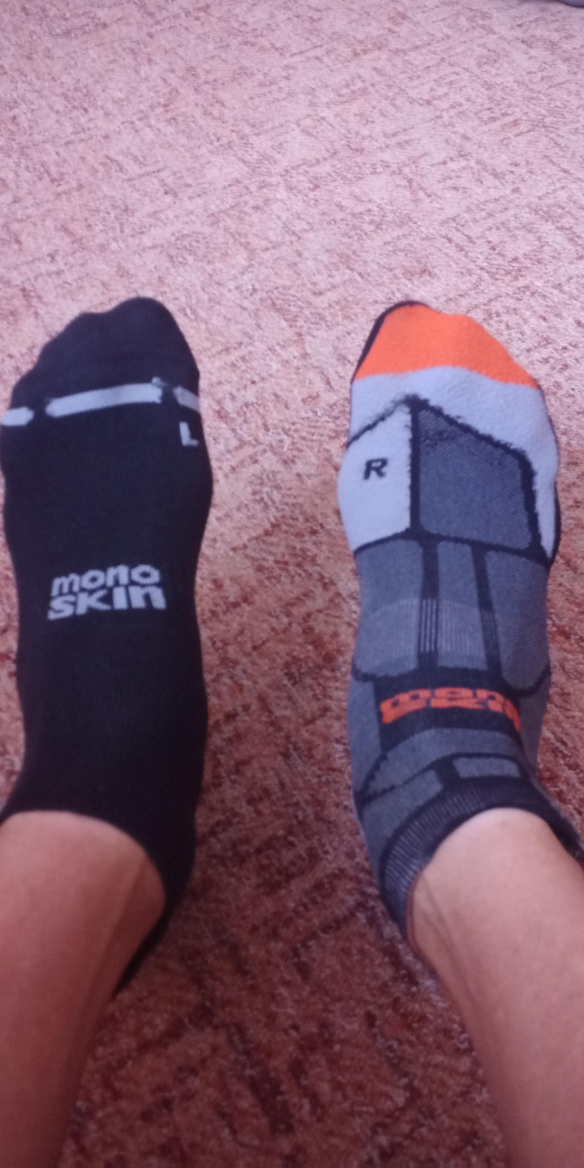 Moje zkušenost s běžeckými ponožkami Hilly Lite Socklet a Hilly Marathon Fresh Socklet.