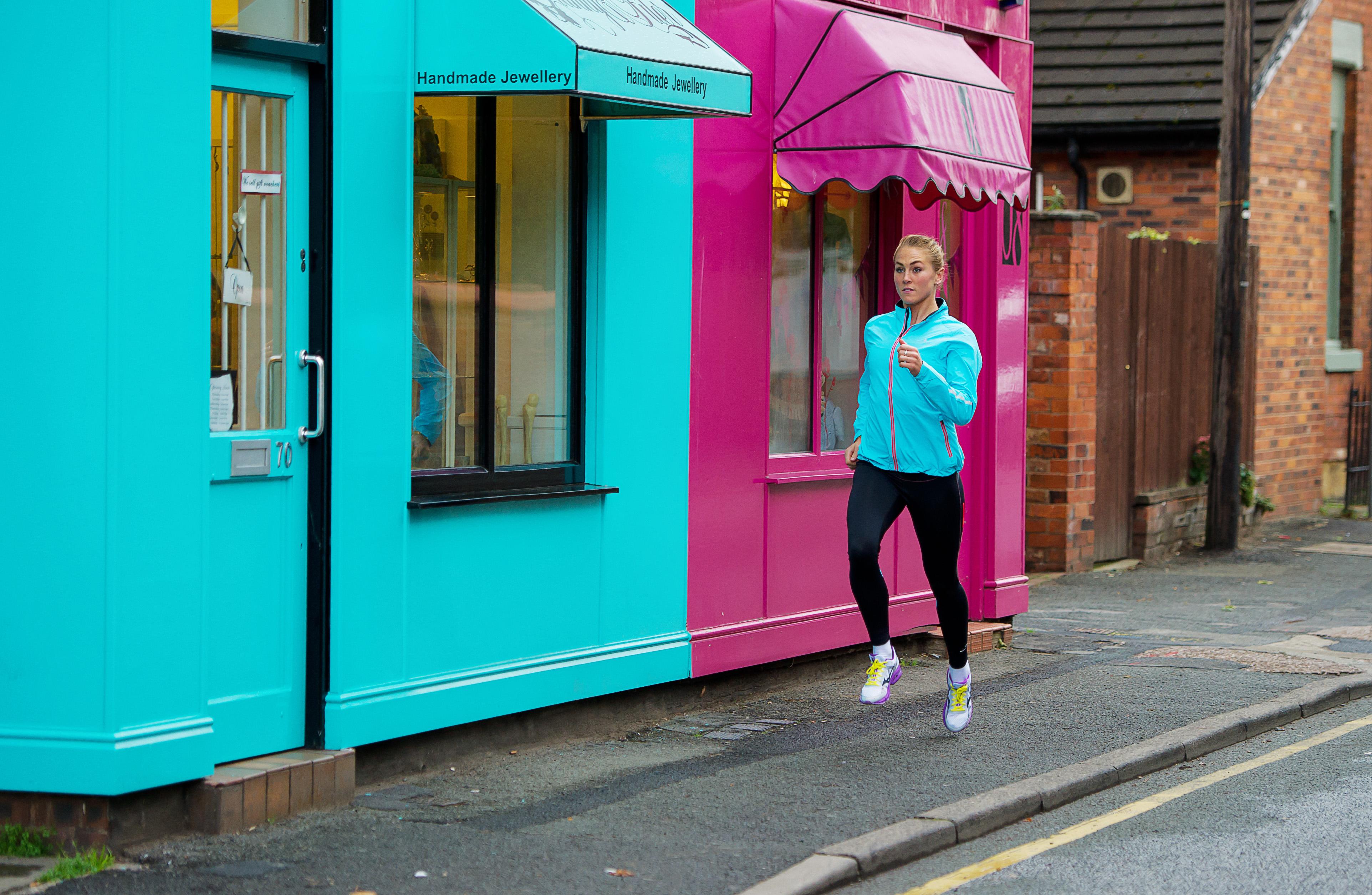 Běh se změnami tempa a intervaly je vynikající pro spalování kalorií