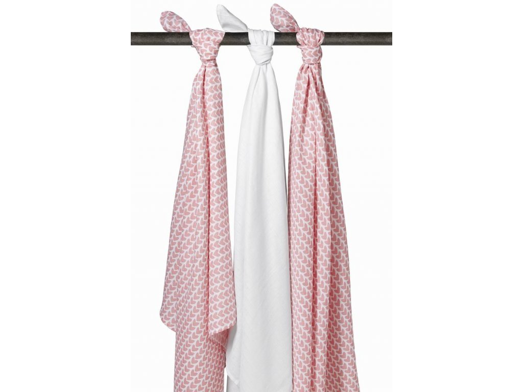 Resize of 451015 meyco swaddles knitted heart 2 31008499278 o
