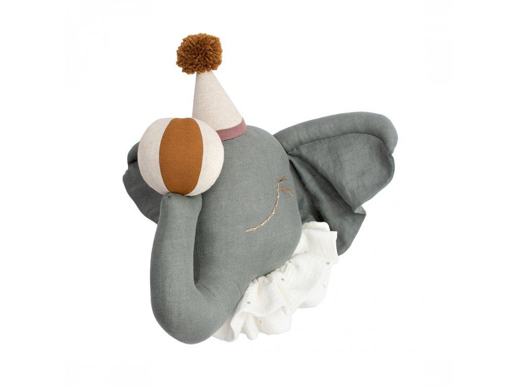 Cirkusový slon s přírodní čepičkou