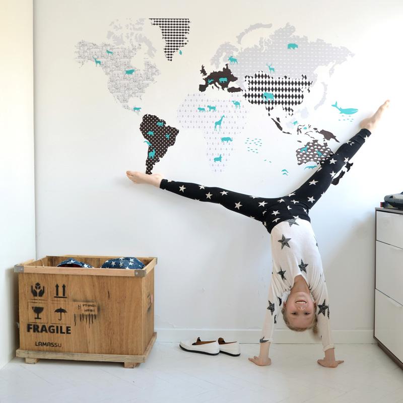 BabyDeco - Samolepka na zeď Mapa světa černo-bílá Samolepka na zeď Mapa: 120 x 70 cm