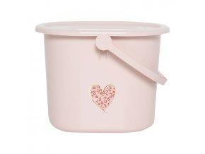 Kyblík na plenky s víkem využijete i pro napouštění vody do vaničky.B6161123