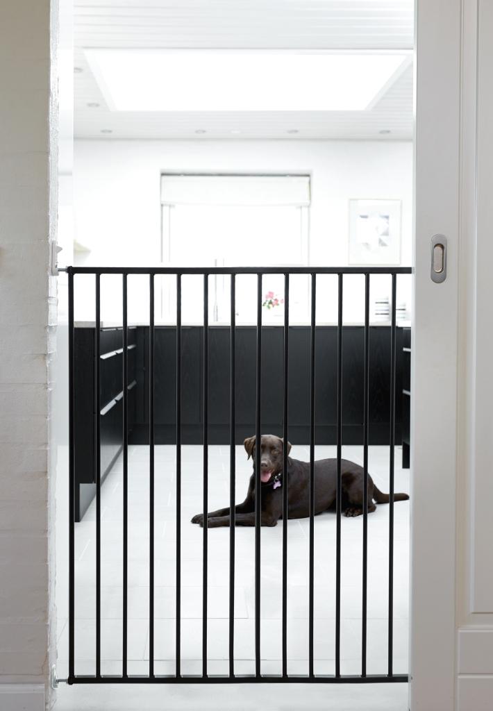 Baby Dan Babydan zábrana  Pet Gate Streamline, black 63,5-107 cm