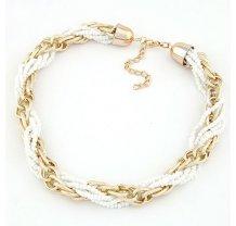 Bílý korálkový náhrdelník