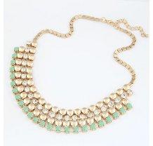 Zlatý náhrdelník se zelenými a stříbrnými kamínky