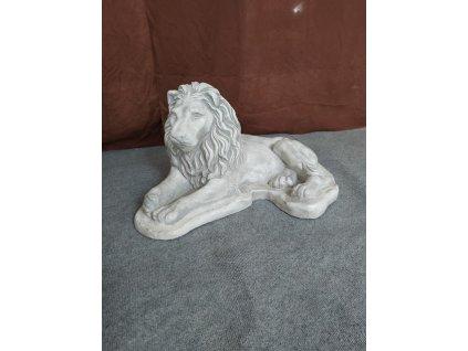 Lev ležící