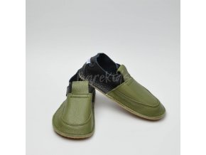 BABY BARE SHOES OUTDOOR FOREST