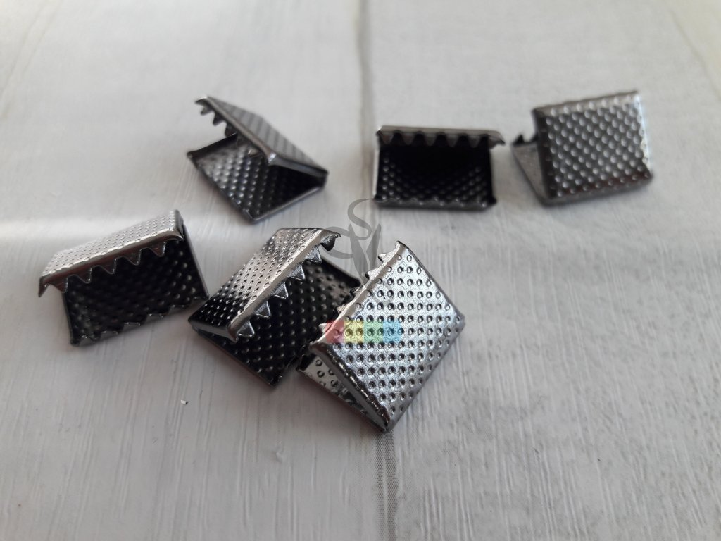 zakončení kovové 15 mm vroubkované, barva černý nikl