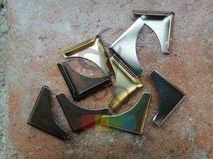 rožek kovový 30 x 30 mm, různé barvy